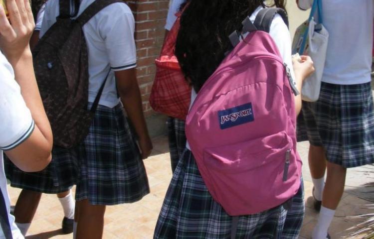Escuelas particulares piden $100 mensuales por estudiante