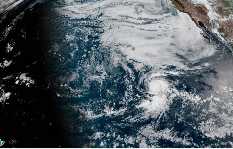 Douglas se convierte en el primer huracán de la temporada en el Pacífico