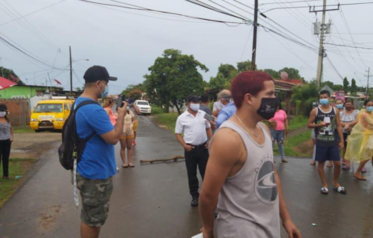 Protestan en Herrera por falta de bonos
