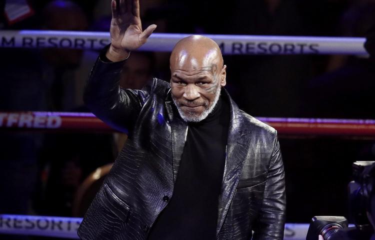 Mike Tyson regresa al boxeo tras 15 años para un especial televisado