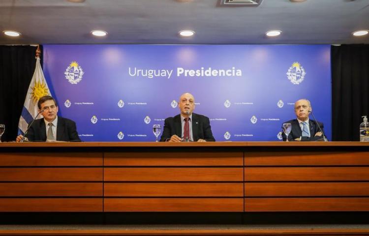 """Uruguay trabaja para evitar la """"trasmisión comunitaria masiva"""" de covid-19"""