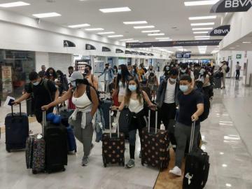 Regresan al país 65 estudiantes panameños procedentes de Irlanda