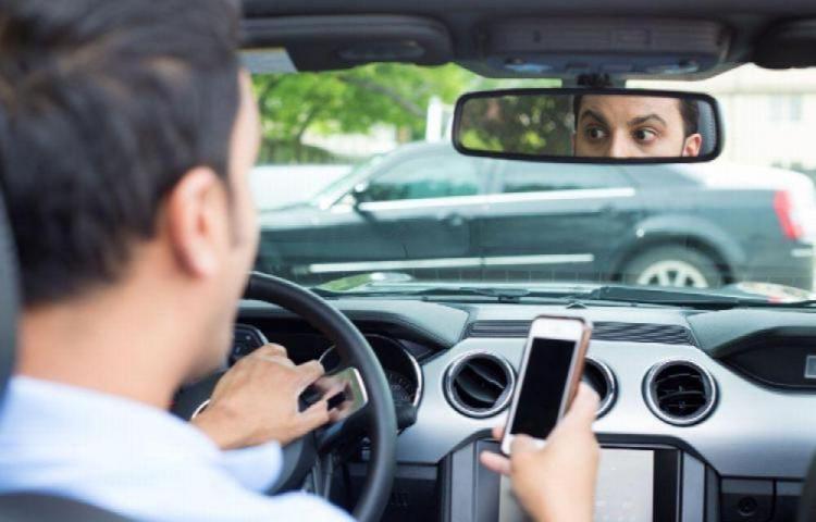Tránsito sanciona a mil 635 conductores por estar hablando y chateando por celular mientras manejan