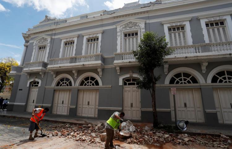 Imparable actividad sísmica de Puerto Rico amenaza a casas y escuelas