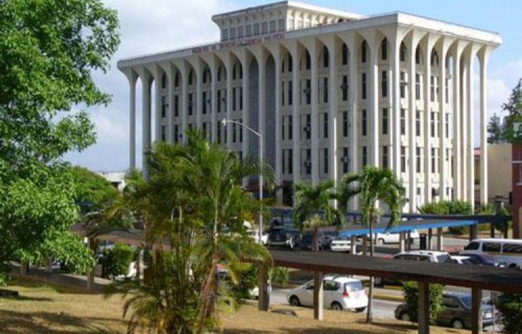 Facultad de Derecho agoniza, necesita $350 mil
