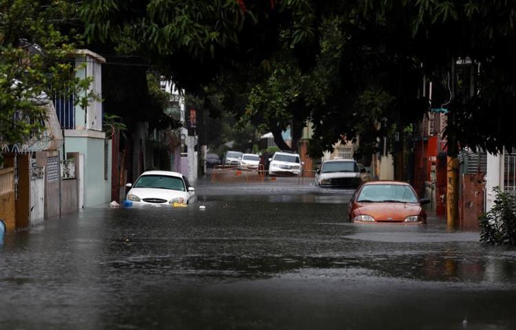Isaías deja a miles sin luz e inundaciones en Puerto Rico pero mitiga la sequía