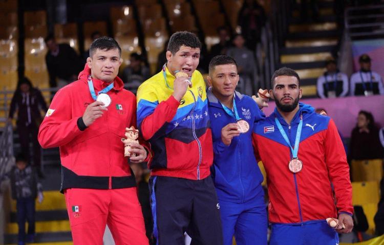 """Luchador panameño quiere saldar """"deuda con su deporte"""""""