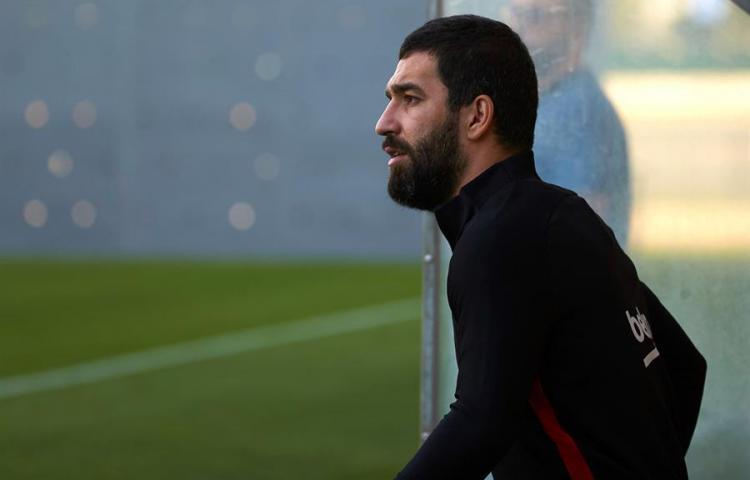 El Galatasaray presenta al centrocampista Arda Turan