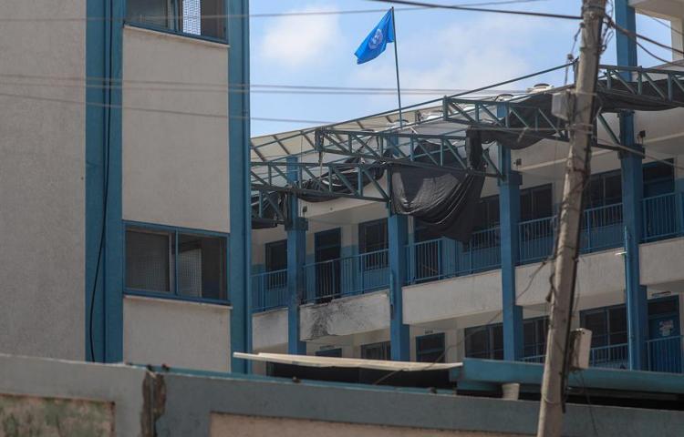 Un proyectil israelí cae en escuela en Gaza, sin causar heridos