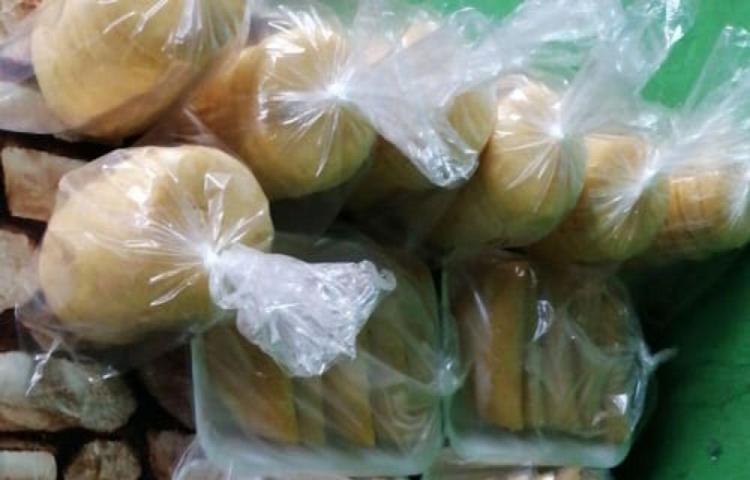 Se gana la vida vendiendo empanadas y tortillas