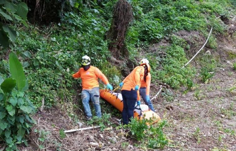 Encuentran adolescente muerto en Bambito