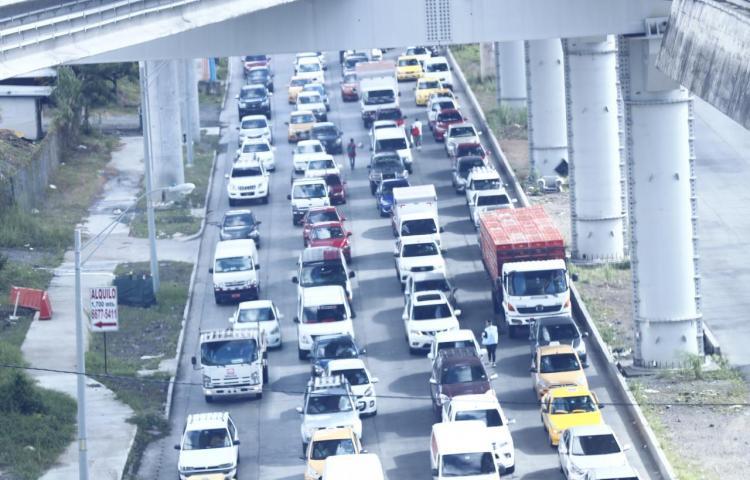 Analizan implementar circulación de carros por número de placa