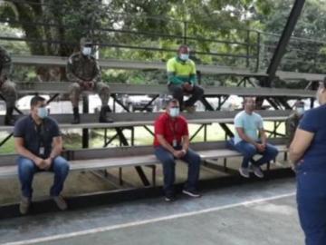 'La Roca' entrena y apoya a sus colegas