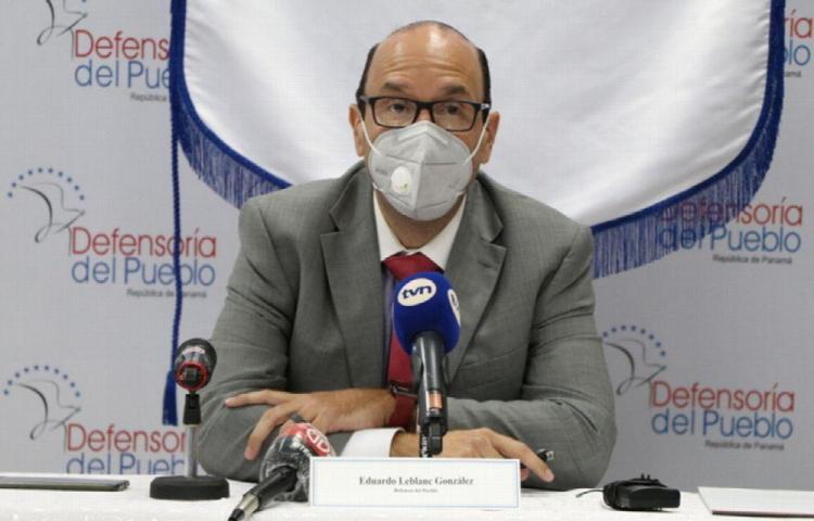 Defensor niega que se haya concretado el contrato para lavar camiones