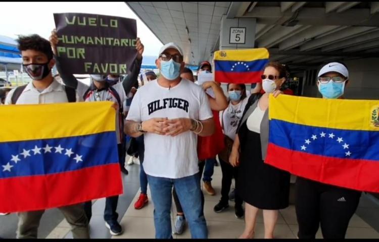 Venezolanos protestan en el Aeropuerto de Tocumen