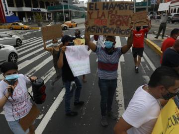 Piden libertad: Grupo de personas protesta en la vía España contra la cuarentena