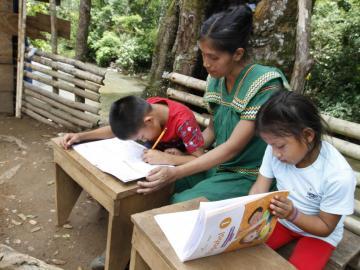 'En la región Ngäbe se entregaron 99 mil 491 cuadernos de trabajo': Meduca