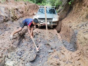 ¡Auxilio!, caminos son un desastre