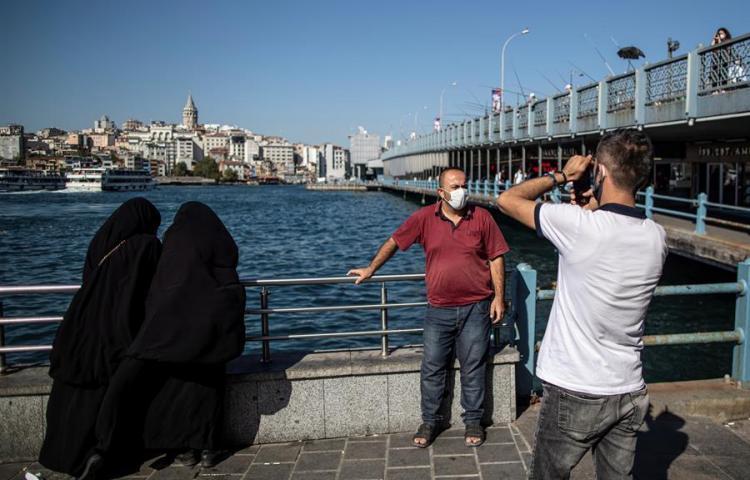 Una provincia turca multa con la lectura de 10 libros a quien no usa mascarilla