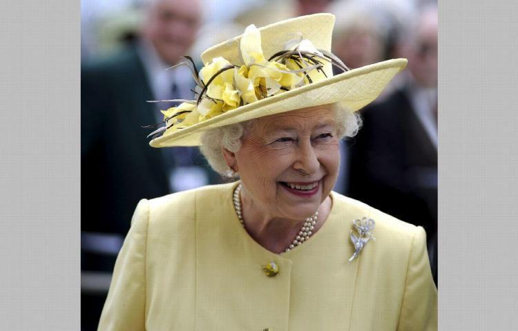 La reina Elizabeth II evita contagios