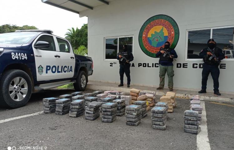 Decomisan 165 paquetes de presunta droga en Río Hato
