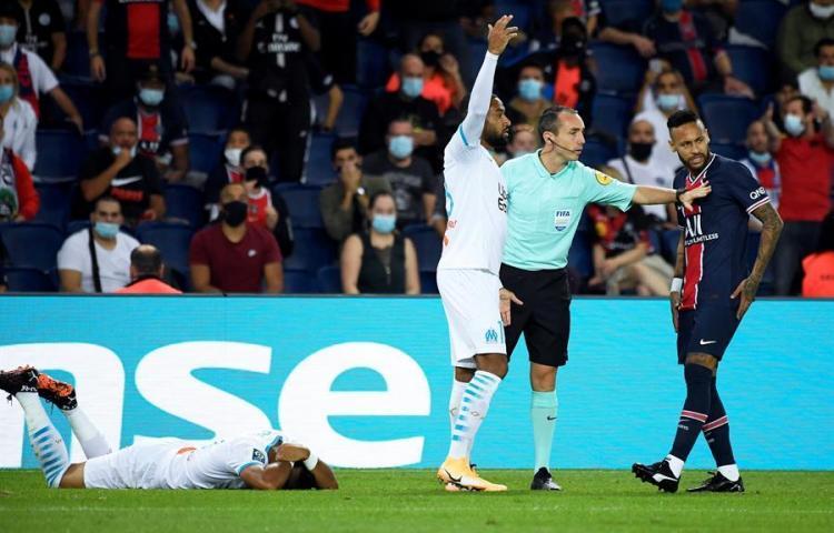 Dos partidos de suspensión para Neymar Jr por abofetear a González