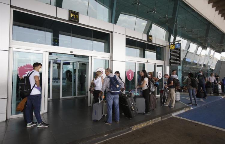 Suspendidos vuelos que regresarían a su país a venezolanos varados en Panamá