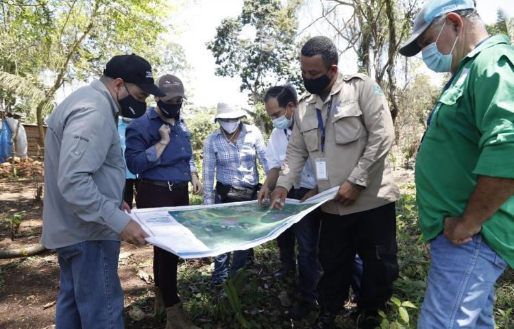 Autoridades realizan recorrido en asentamientos informales de Panamá Oeste