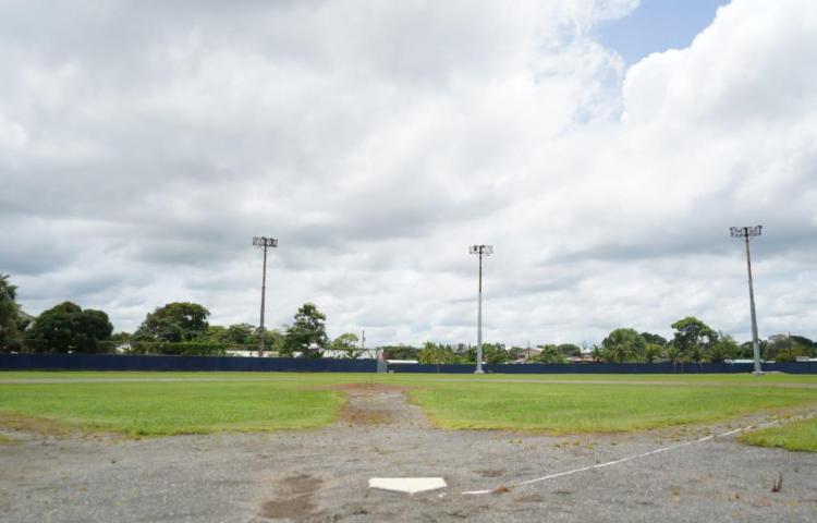 Se reanudan los trabajos en el estadio Tomás Altamirano Duque
