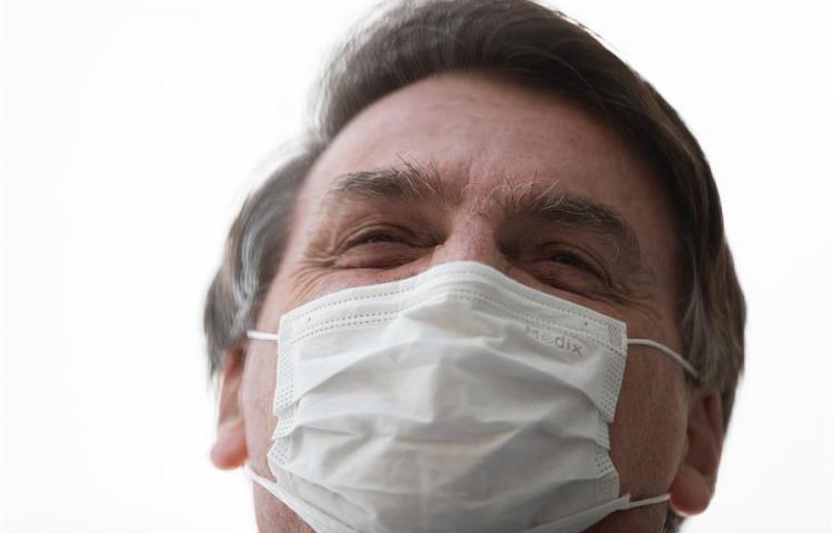 """Bolsonaro sigue """"sin complicaciones"""" y ya sin sonda tras cirugía renal"""