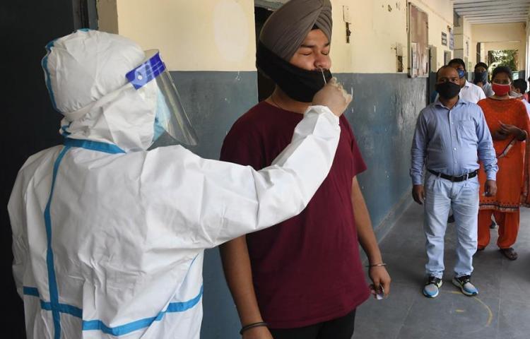 La India cruza la barrera de los 6 millones de casos de COVID-19