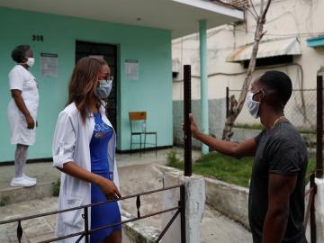 Italia registra 1.494 contagios en últimas 24 horas con menos pruebas