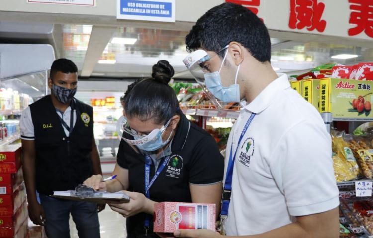 Minsa decomisa fármacos y otros productos en comercios del barrio Chino
