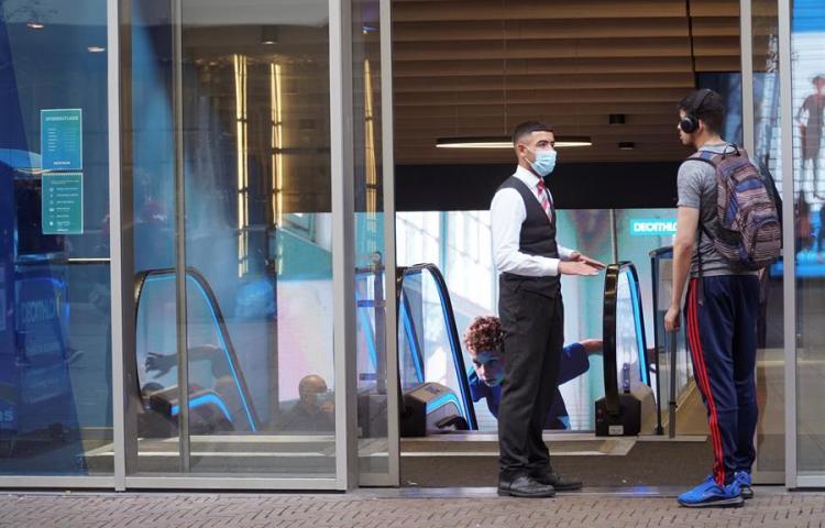 """El """"caos"""" de las mascarillas en Países Bajos: ¿necesarias o inútiles?"""