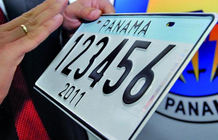Placa vehicular con vigencia de 5 años