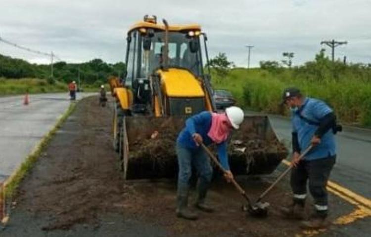 Aceleran la limpieza de isletas y cunetas en la Interamericana