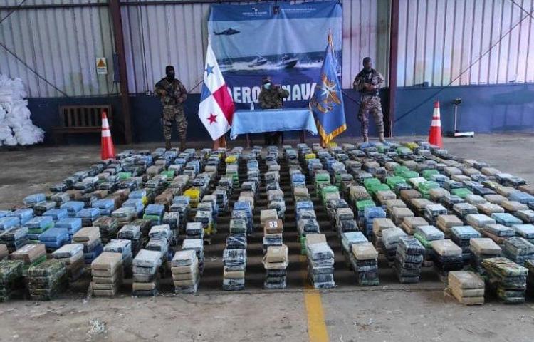 Decomisan en Panamá 1.940 paquetes de droga y detienen a cuatro colombianos