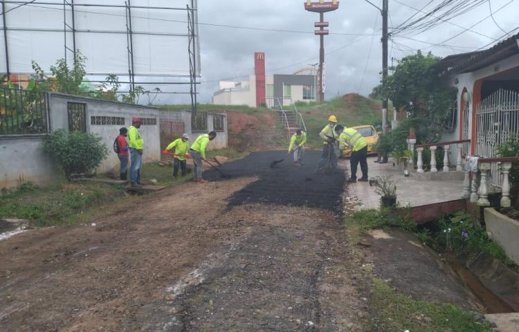 Tras varias denuncias, reparan calles en Vista Alegre