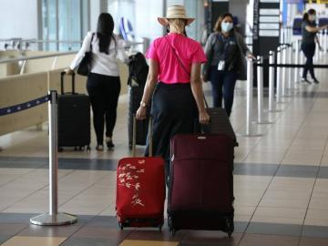 Viajeros tendrán que pagar $50 al no tener prueba de hisopado