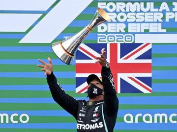 Hamilton más líder tras igualar el récord de Schumacher