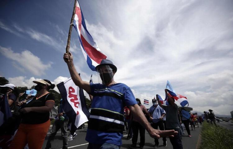 Presidente de Costa Rica cuestionó al sector empresarial
