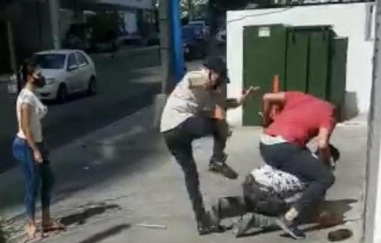 Ladrón robó a una dama y le cayeron a puños y patadas