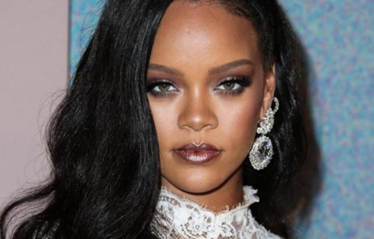 La cantante Rihanna apuesta a la 'buena cara'