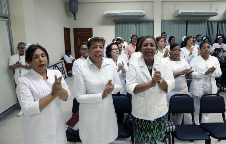Enfermeras esperan respuesta de las autoridades