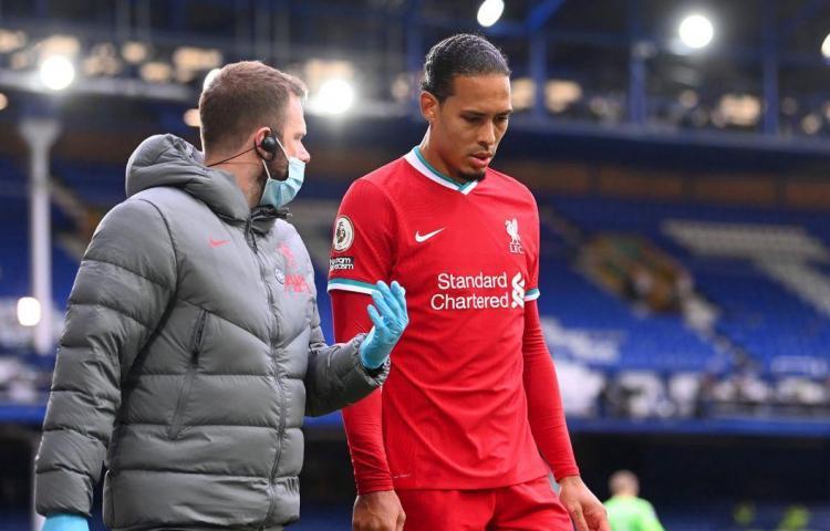 Van Dijk será operado de ligamentos de su rodilla derecha