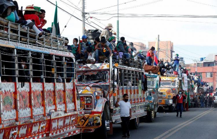 Caravana indígena llega a Bogotá, quieren a Duque