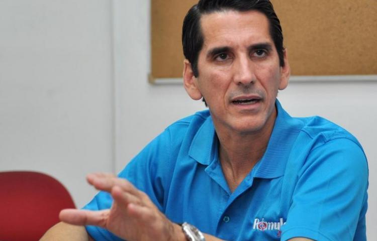 Roux pide diálogo representativo y con compromisos de reformar la Constitución
