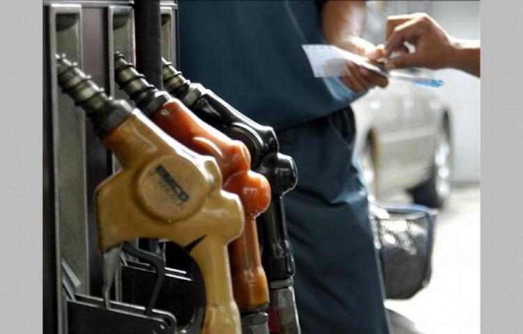 El precio de la gasolina baja mañana