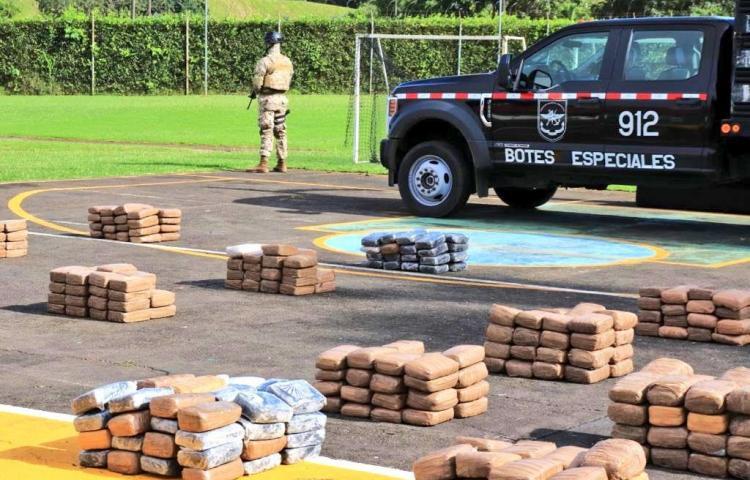 Incautan 945 paquetes de droga con el apoyo de la armada colombiana