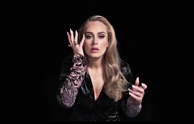 Adele reaparece cantando en televisión